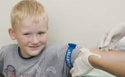 забор крови из вены у ребенка
