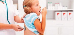 девочка кашляет на приеме у врача