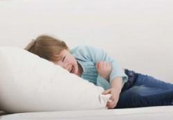 ребенок плачет от боли в животе