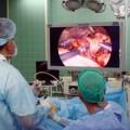 Процедура осуществляется в условиях операционного помещения на территории стационарной клиники.